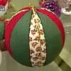 Bolas de Natal decoradas com tecidos