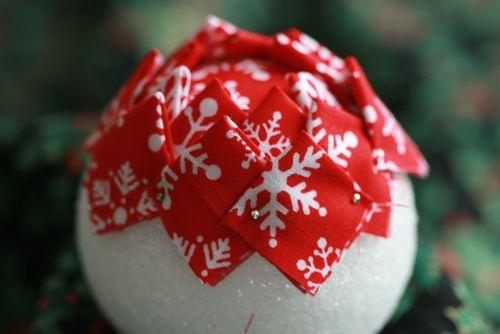 Pinhas de Natal feitas com retalhos de tecido 11