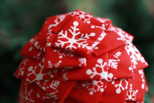 Pinhas de Natal feitas com retalhos de tecido 12