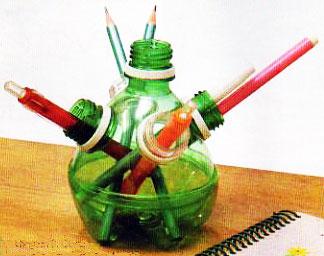 Porta canetas com garrafa PET