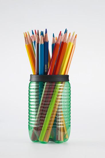 Porta lápis com garrafa PET