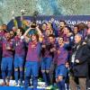 Puyol ergue a Taça do Mundial de Clubes