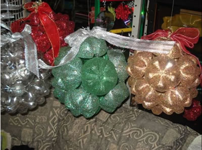 Bolas de Natal feitas com PET