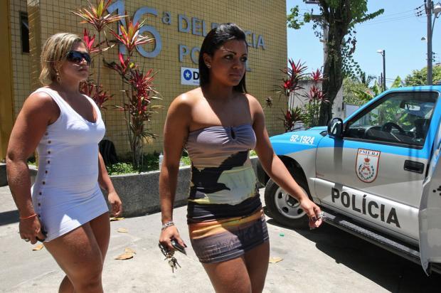 Testemunhas do disparo, Andreia Ximenes (E) e Daniele Pena prestaram depoimento à polícia no Rio
