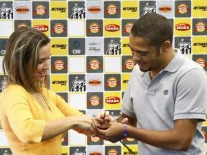 Pedido de casamento de Adriano a jornalista Fernanda Tavares
