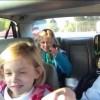 Família cantando Queen