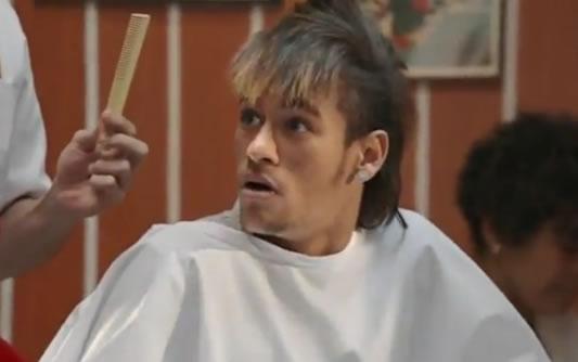 Comercial Claro Neymar no barbeiro