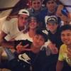 Neymar e amigos em foto dentro do jato que os leva para Barcelona
