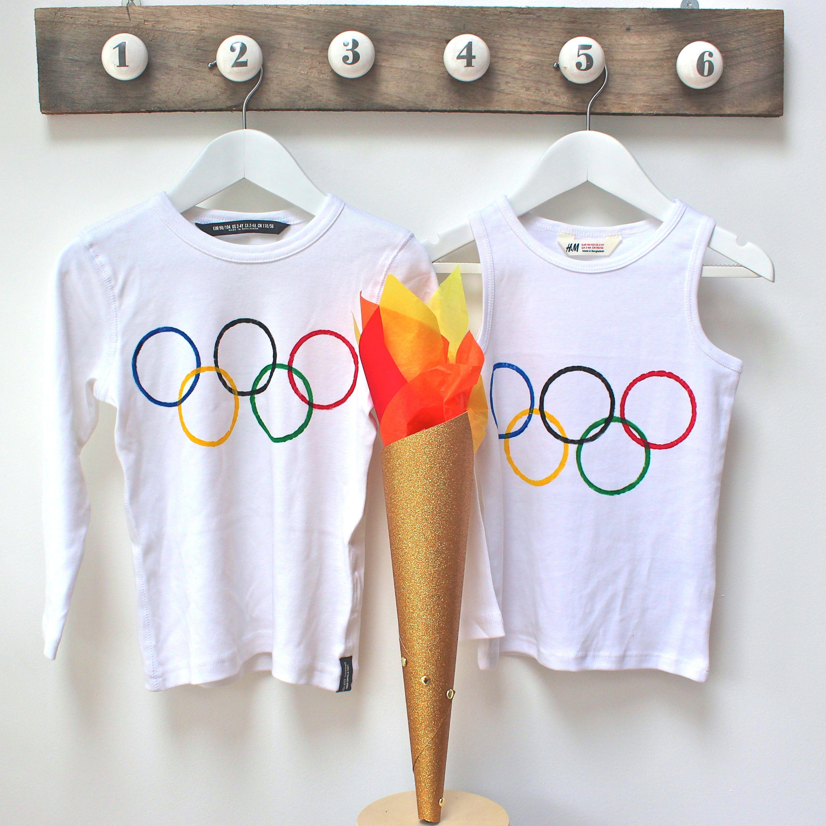 Tocha Olímpica e Anéis Olímpicos em camisetas